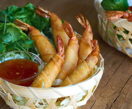 Rollitos de langostinos estilo Thai