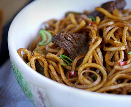 Fideos fritos chinos con ternera